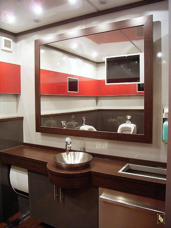 toilettenwagen ladenbau brinkmann. Black Bedroom Furniture Sets. Home Design Ideas