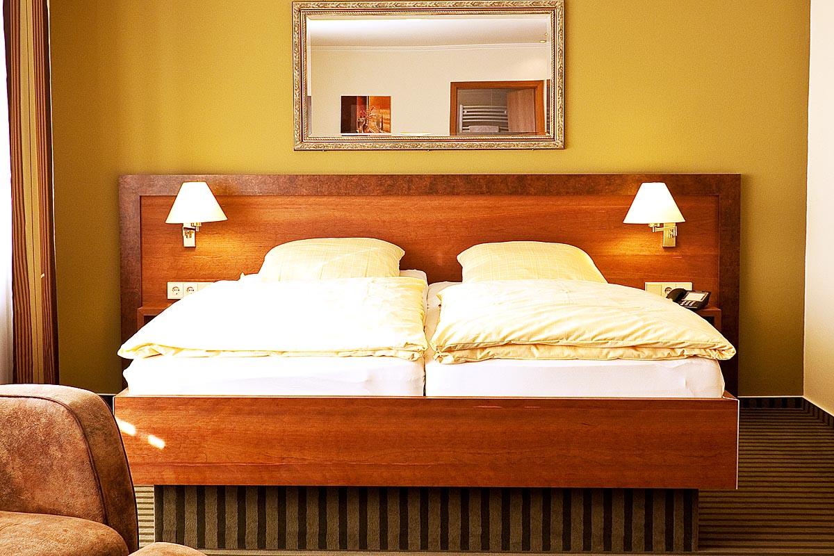 hotelzimmer haus weber ladenbau brinkmann. Black Bedroom Furniture Sets. Home Design Ideas